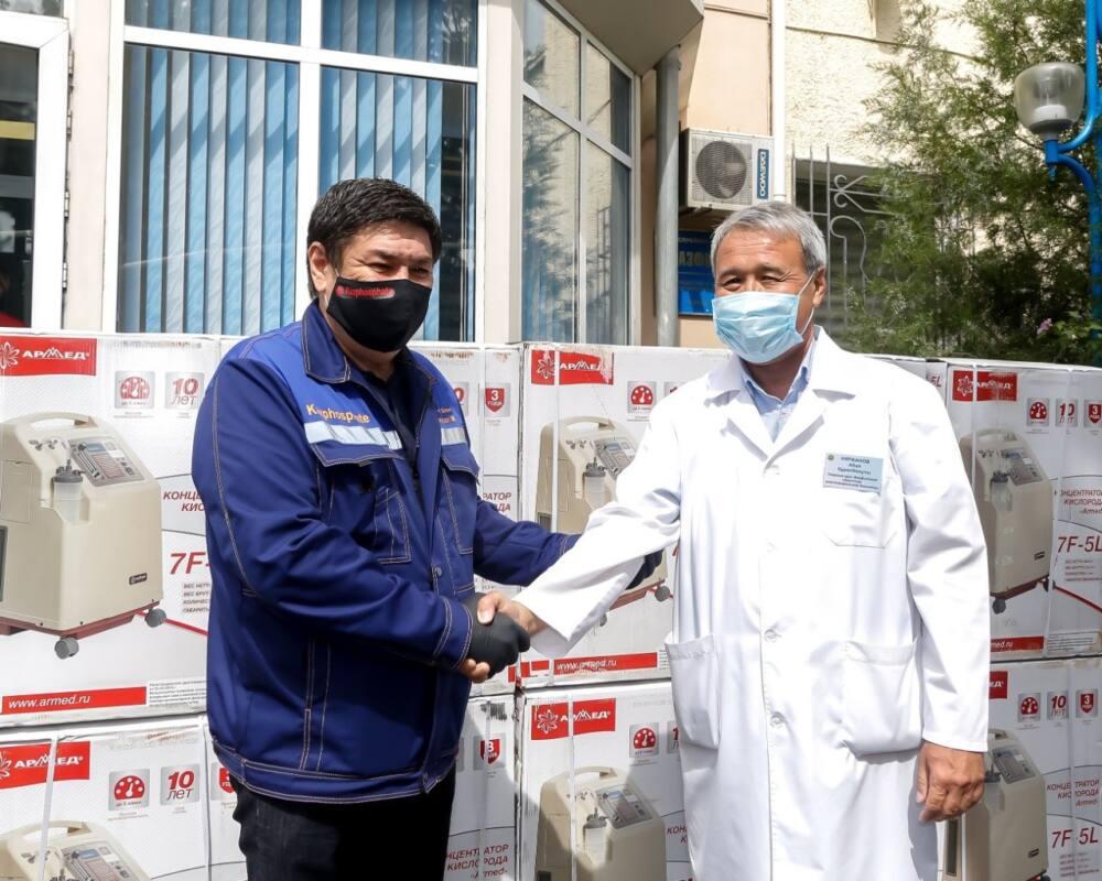 Жамбылда кәсіпкерлер ауруханаларға оттегі концентраторы мен дәрі-дәрмек алып берді